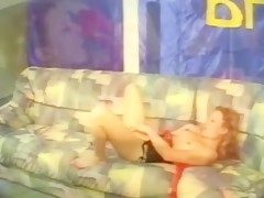 Bekah ejercita su cuerpo desnuda