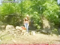 Sexo anal de perro para latina caliente