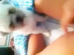 Esposa caliente con su mascota