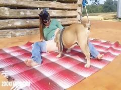 Perro se folla una linda teen